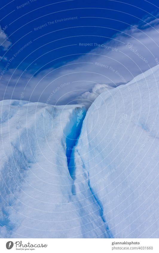 Blick von der Oberfläche des blauen Gletschers, Patagonien, Argentinien, Südamerika Abenteuer Anden Andengebirge Schönheit der Natur Blauer Gletscher