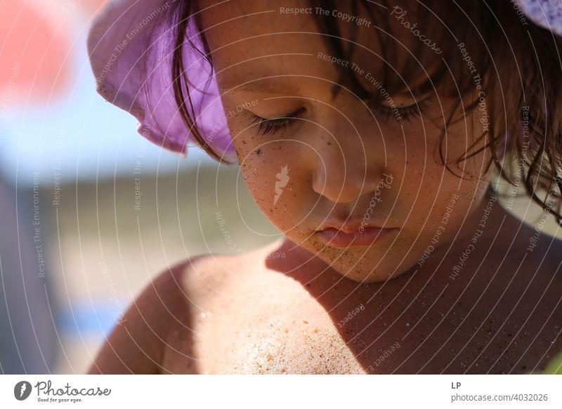 Kind schaut wütend und aufgeregt Porträt Wahrheit Vertrauen Gefühle Leben Kindheit Familie & Verwandtschaft Geschwister feminin Mensch Kindergarten Lifestyle