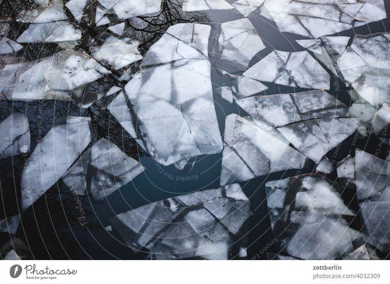 Eisschollen bei Tauwetter ausflug eis eisscholle erholung ferien fluß gefroren kalt kanal kälte landschaft natur schifffahrt see sonnenuntergang sport teich