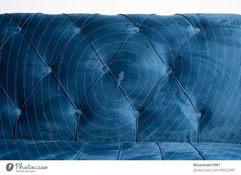 Blauer Samt Couch Hintergrund Textur mit versunkenen Tasten Sofa weich Schaltfläche Farbe bequem Liege gemütlich Kissen Eleganz Gewebe Material Objekt verziert