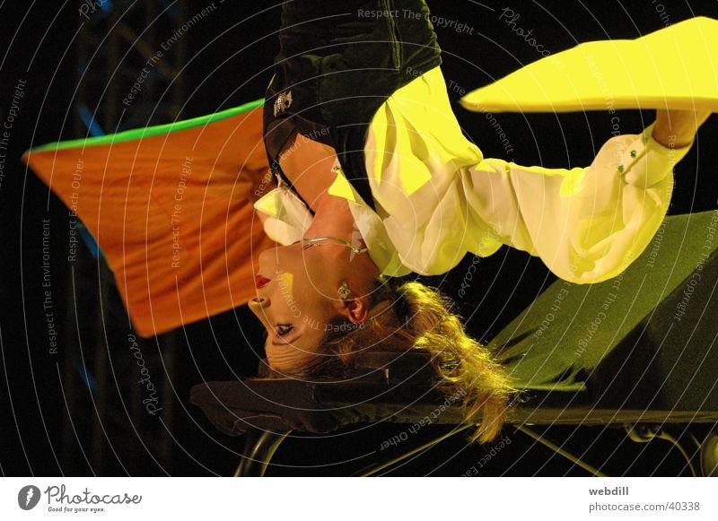 Antipodin Frau Artist Teppich Zirkus