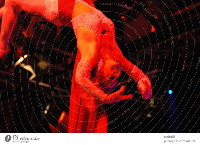 Doppeltuchartistinnen Frau Artist Tuch Zirkus Fabelwesen