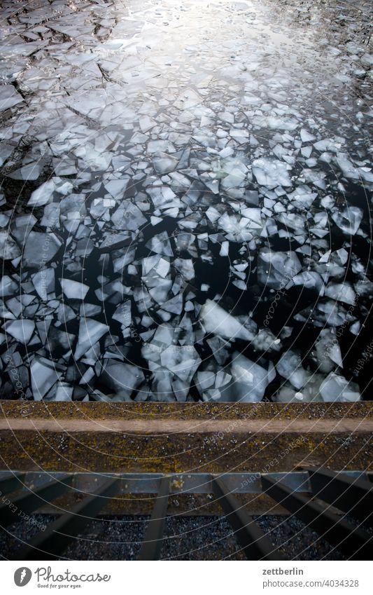 Eisgang auf dem Hohenzollernkanal ausflug eis eisscholle erholung ferien fluß gefroren kalt kälte landschaft natur schifffahrt see sonnenuntergang sport teich
