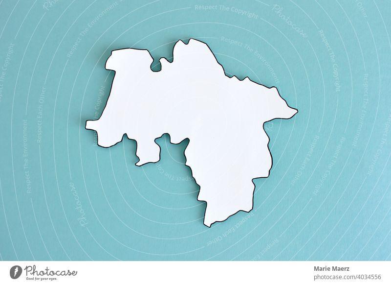 Bundesland Niedersachsen als Papier-Silhouette Grafik u. Illustration Karte abstrakt Grenzen Deutschland Land Hintergrund neutral minimalistisch Design