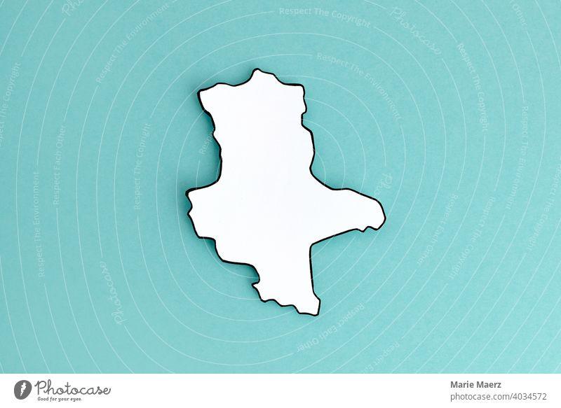 Bundesland Sachsen-Anhalt als Papier-Silhouette Deutschland Land Karte Design minimalistisch Papierschnitt neutral Hintergrundbild einfach weiß
