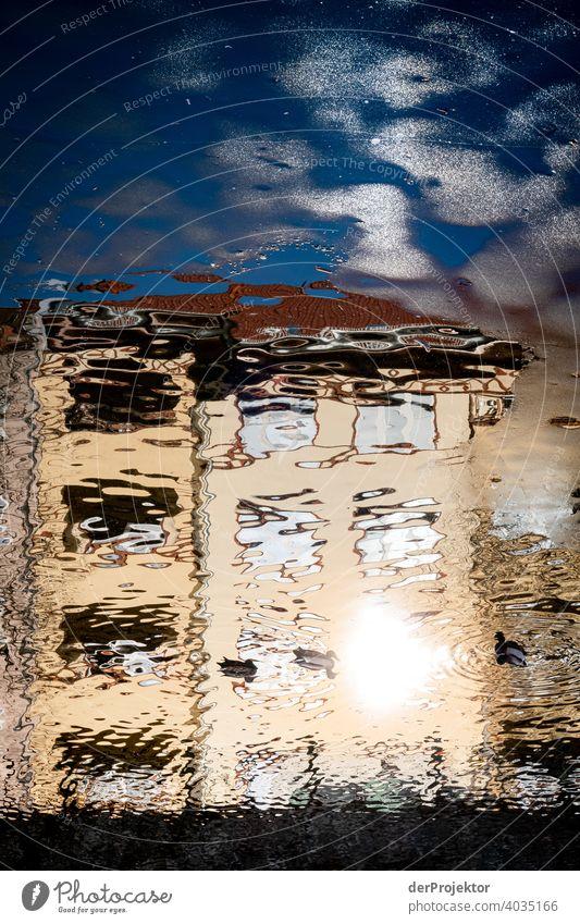 Wohngebäude, die sich im Neuköllner Schiffahrtskanal spiegelverkehrt spiegeln touristisch mehrfarbig Textfreiraum Mitte Reflexion & Spiegelung Bauwerk
