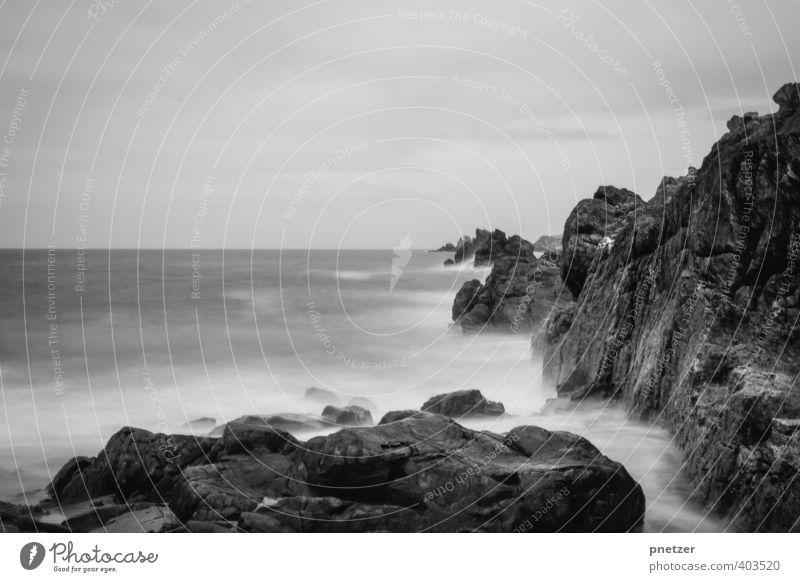 Bretagne Umwelt Natur Landschaft Urelemente Wasser Himmel Horizont Klima Wetter Felsen Wellen Küste Strand Bucht Meer Gefühle Stimmung Zeit Langzeitbelichtung