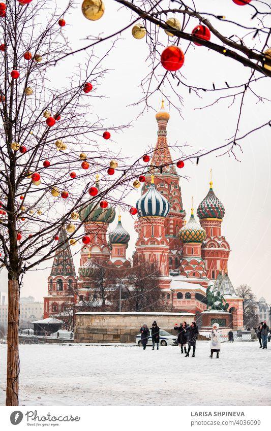 Moskau, Russland - Februar 21, 2021: Basilius-Kathedrale im Zentrum der Stadt am Roten Platz im verschneiten Winter, Moskau, Russland reisen Kultur Architektur