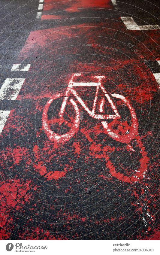 Fahrradweg abbiegen asphalt ecke fahrbahnmarkierung fahrrad fahrradweg hinweis kante kurve linie links navi navigation orientierung pfeil radfahrer rechts
