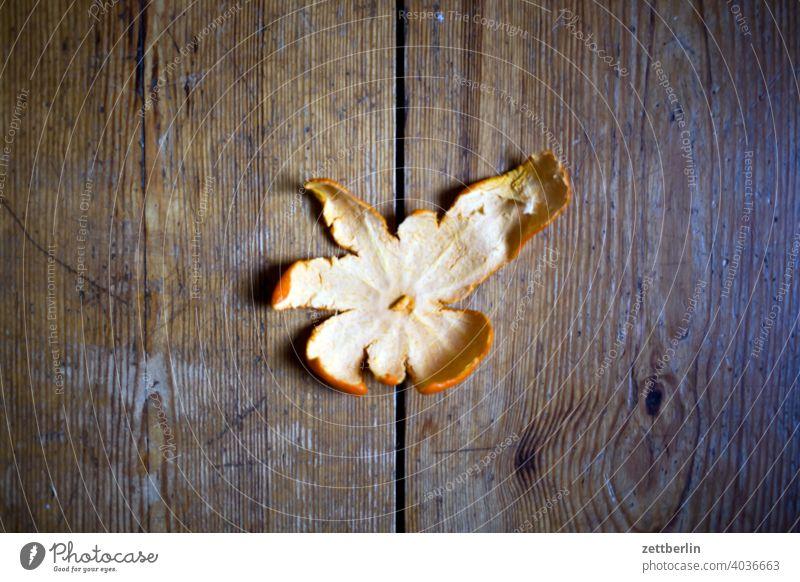 Vitamine, Mandarine biomüll ernährung essen frucht gesund mandarine mandarinenschale obst obstschale rest vitamine zitrus zitrusfrucht diele holz fußboden