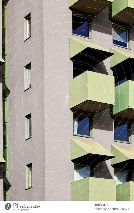 Rechtwinklige Architektur abend architektur berlin büro city deutschland dämmerung froschperspektive hauptstadt haus hochhaus innenstadt mitte modern neubau