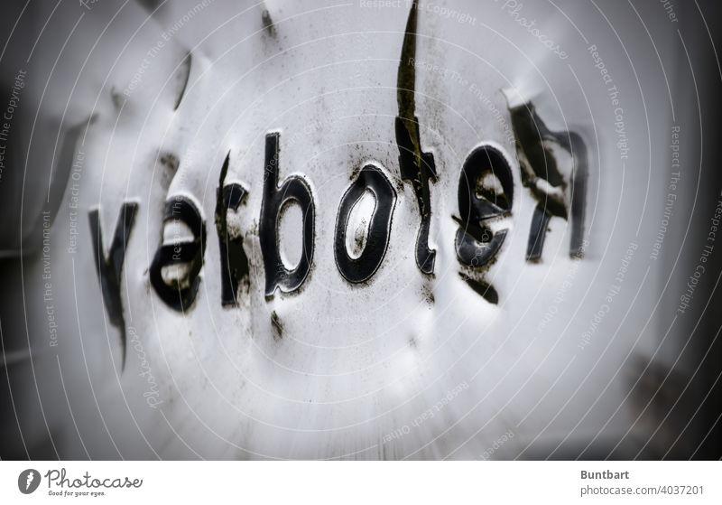 """Das sieht """"verboten"""" aus. Verbote Schilder & Markierungen Hinweisschild Verbotsschild Warnschild Schriftzeichen Menschenleer Warnhinweis Warnung Sicherheit"""