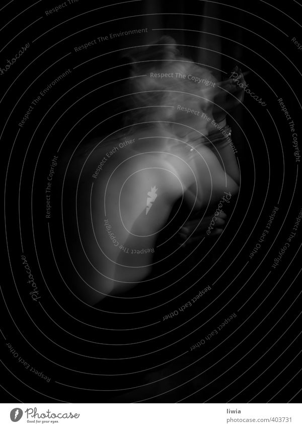 cherokee feminin Junge Frau Jugendliche Leben Haut Rücken Hand 1 Mensch 18-30 Jahre Erwachsene Laster Angst Trägheit egoistisch Rauchen Schwarzweißfoto 2012