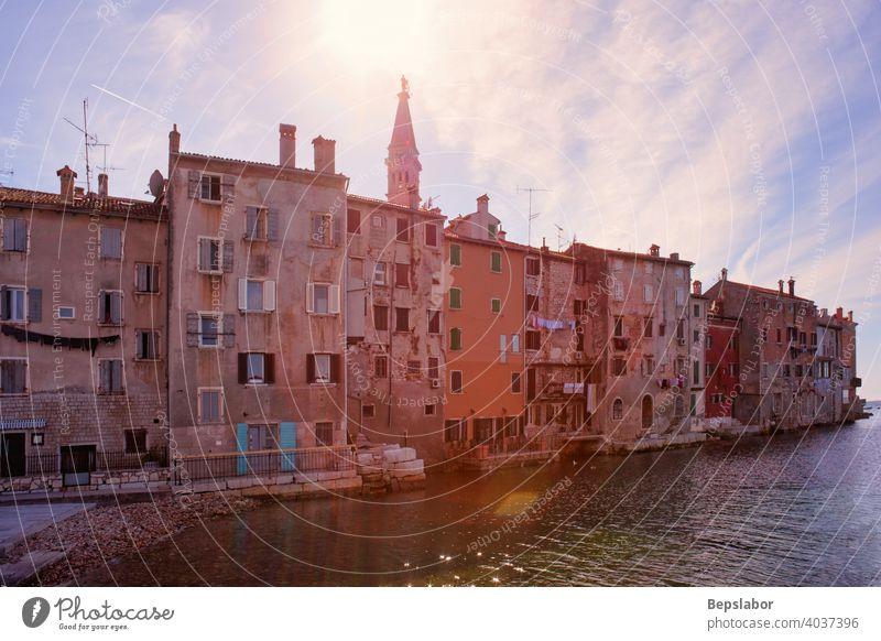 Rovinj kleine Stadt in Istrien, Kroatien Rovigno MEER Urlaub Sommer Gebäude Die Häuser der Heiligen Euphemia Adria Basilika Tourismus mediterran im Freien Szene