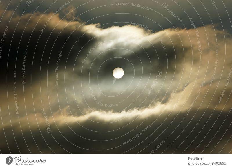 Mittelpunkt Himmel Sonne Wolken dunkel hell Wetter bedrohlich
