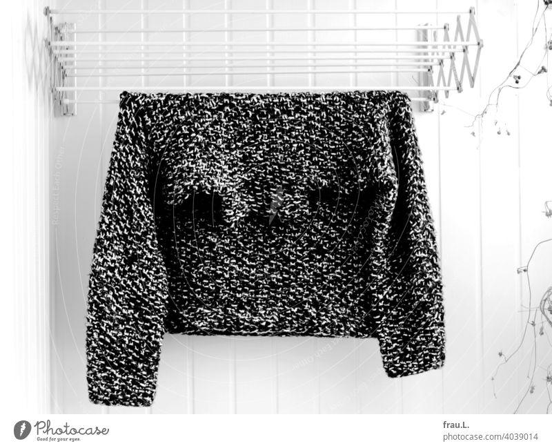 In der frischen Luft rumhängen Balkon geblitzt Mode Wand Pflanze Wolle Bekleidung Winter Wäschetrockner Wollpullover Pullover Tweed gestrickt Handarbeit