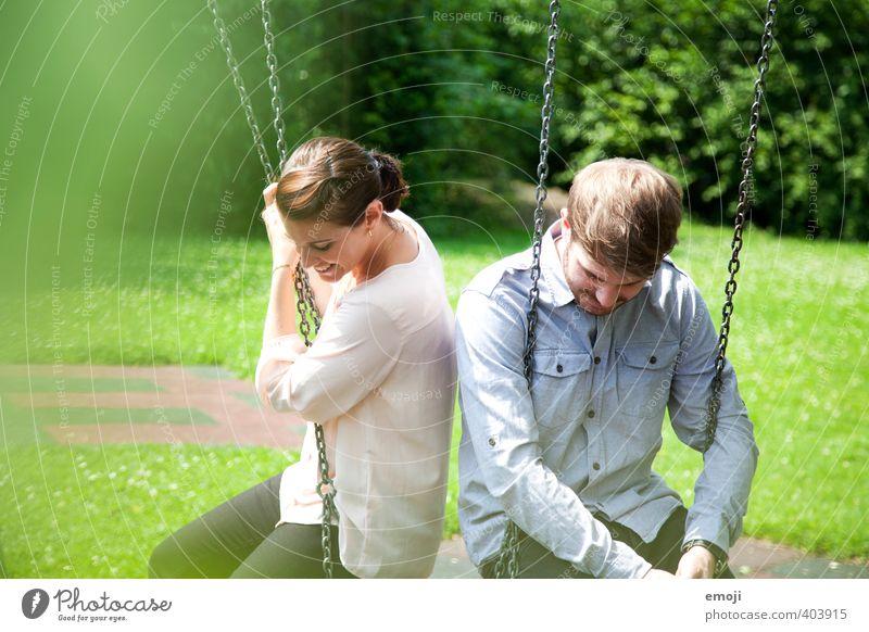 baumeln lassen Mensch maskulin feminin Junge Frau Jugendliche Junger Mann Geschwister Freundschaft Paar 2 18-30 Jahre Erwachsene Fröhlichkeit Schaukel schaukeln