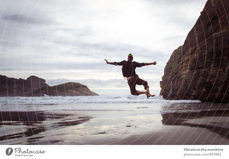 woohoow III Mensch Natur Jugendliche Ferien & Urlaub & Reisen Meer Freude Strand Ferne Junger Mann Leben Gefühle Freiheit Glück springen Felsen maskulin