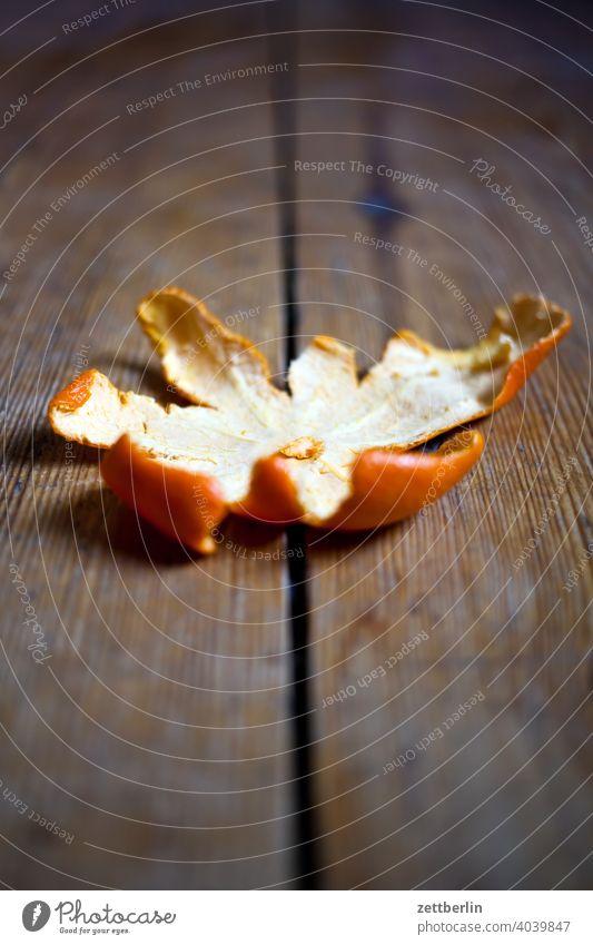 Mandarine, Vitamine biomüll ernährung essen frucht gesund mandarine mandarinenschale obst obstschale rest vitamine zitrus zitrusfrucht diele holz fußboden