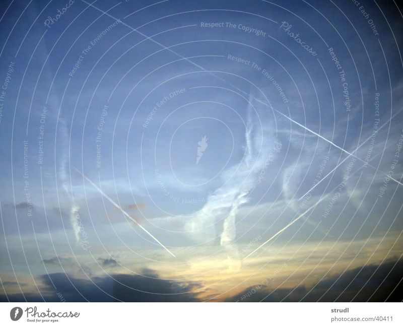 Lucy in the sky Wolken Streifen Sonnenuntergang Himmel Abend