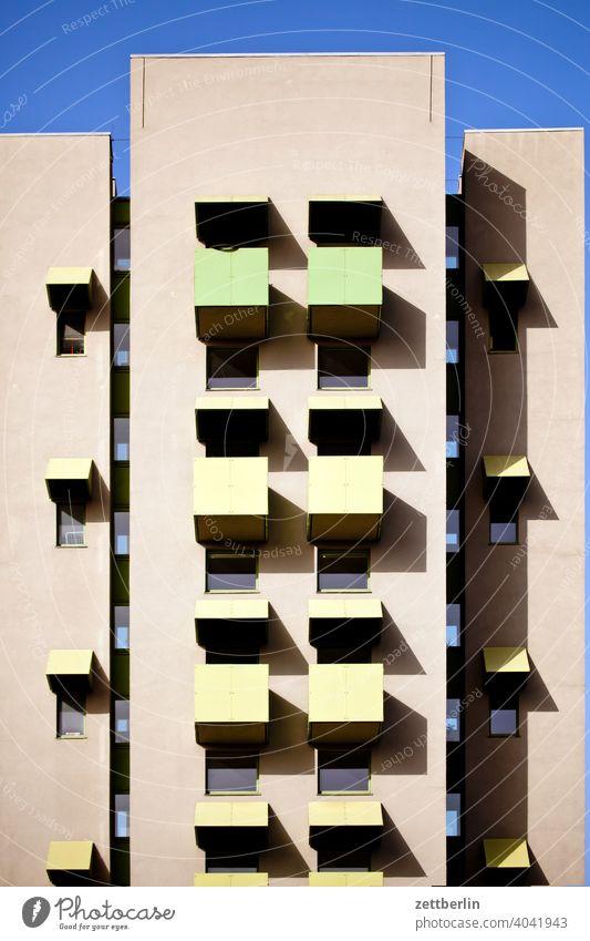 Kuriose Architektur abend architektur berlin büro city deutschland dämmerung froschperspektive hauptstadt haus himmel hochhaus innenstadt mitte modern neubau
