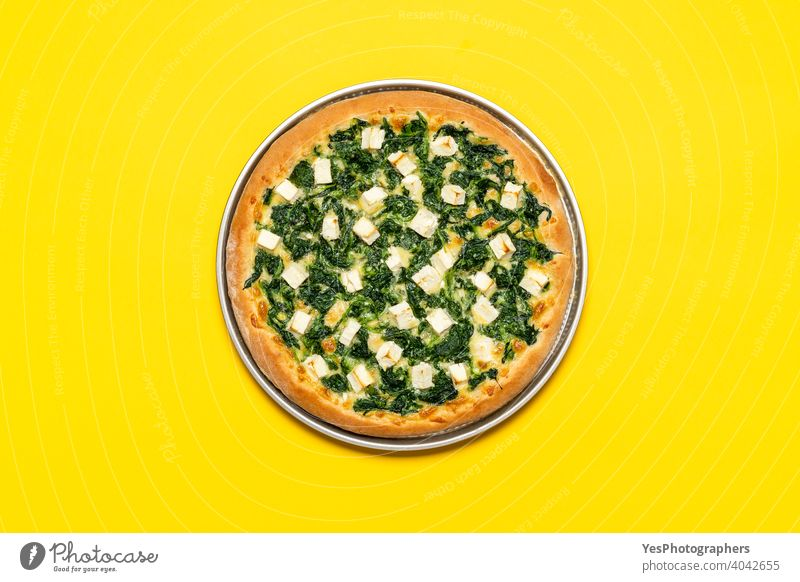 Vegetarische Pizza Ansicht von oben. Spinatpizza mit Mozzarella und Feta-Käse obere Ansicht Hintergrund gebacken Kruste Küche ausschneiden lecker Abendessen