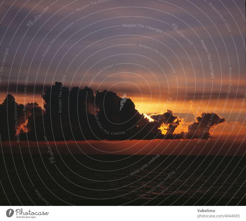 Abend in Norwegen abend meer see wolke wolken abendhimmel sonnenuntergang skandinavien bunt nordeuropa malerisch pittoresk wetter