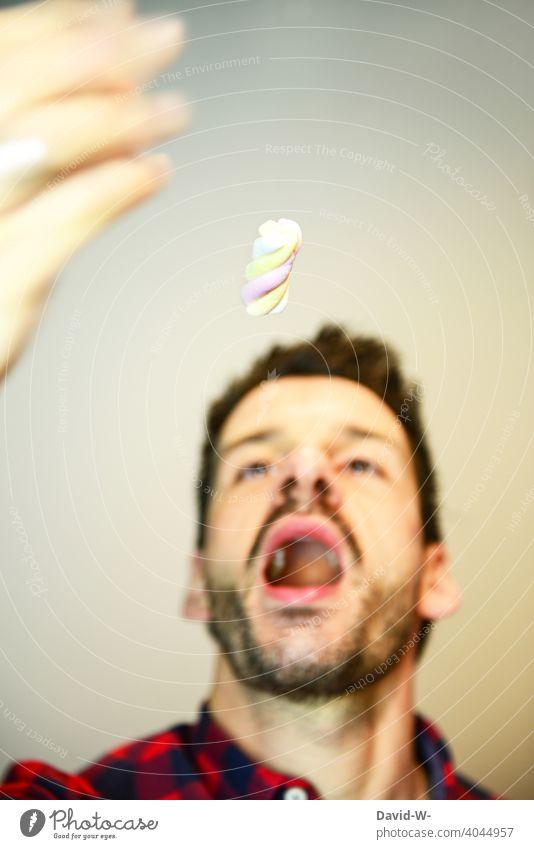 Süßigkeiten - ungesunde Ernährung essen Kalorien Süßes Dickmacher Sucht Süßwaren Zucker süß Mund Mann