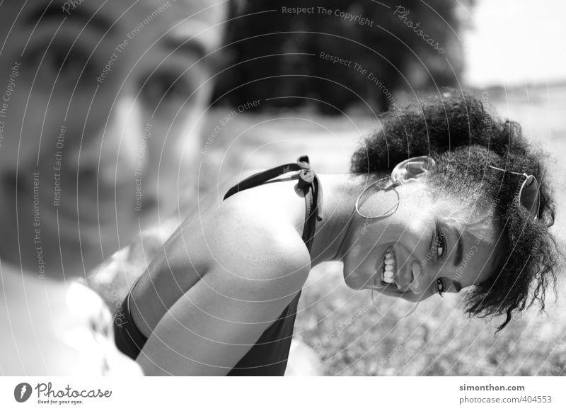 Ist doch albern Ferien & Urlaub & Reisen Sommer Sonne Sonnenbad 2 Mensch 18-30 Jahre Jugendliche Erwachsene Freude Glück Fröhlichkeit Zufriedenheit Lebensfreude