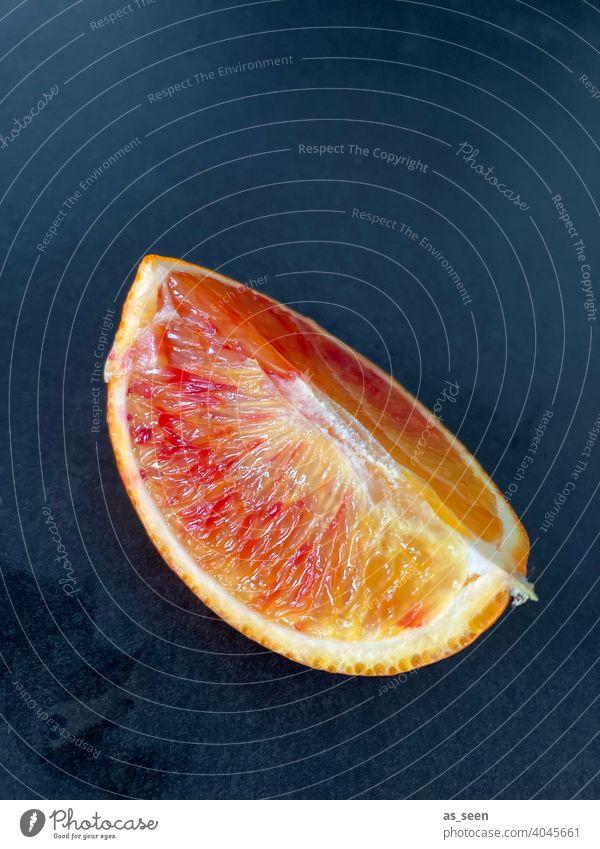 Blutorange Orange Spalte Obst frisch saftig sauer Zitrusfrucht Vitamin C Frucht Gesundheit Gesunde Ernährung lecker Lebensmittel vitaminreich Foodfotografie