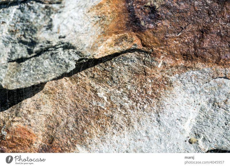 Wer behauptet denn, dass Felsen nur langweilig grau und kalt sein müssen? einzigartig Farbfoto eigenwillig Steine braun warme Farben gebrochen Bruchkante