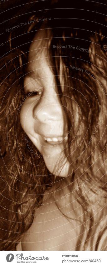 jenny mit nassen haaren Kind Mädchen lachen unschuldig