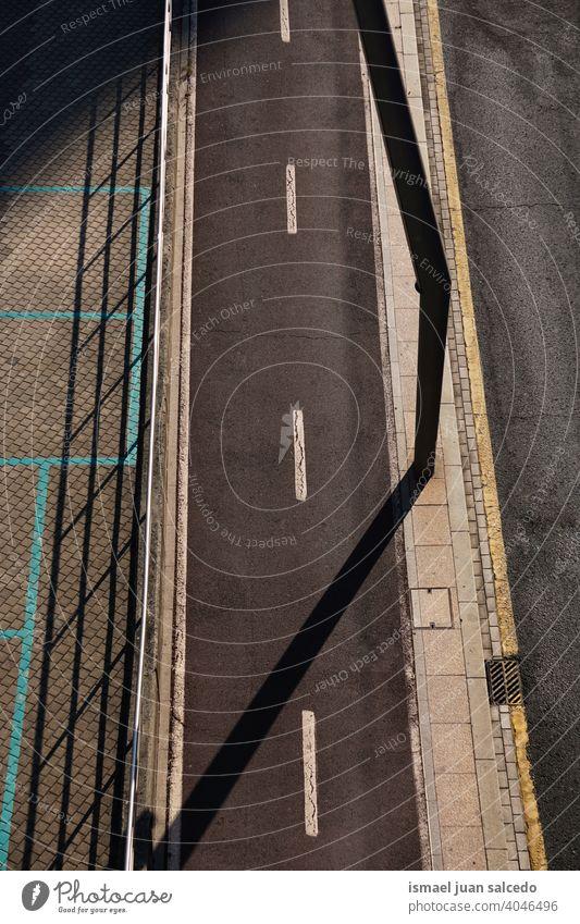 Radweg in der Stadt Fahrradweg Straße Asfaltstraße asfalt Straßenverkehr Verkehrswege Wege & Pfade Außenaufnahme Verkehrsschild Tag Schilder & Markierungen