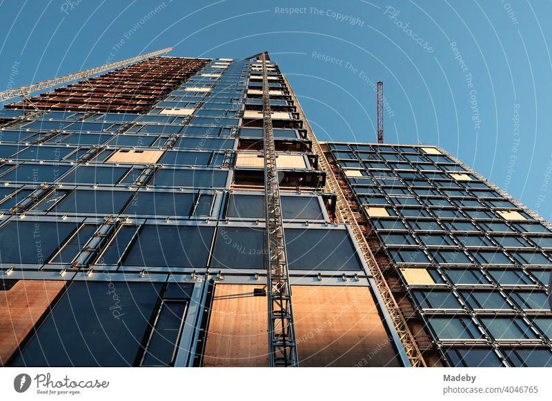 Umbau und Modernisierung eines Hochhaus der Siebziger Jahre am Grüneburgpark im Westend von Frankfurt am Main in Hessen architektur Wolkenkratzer Baustelle