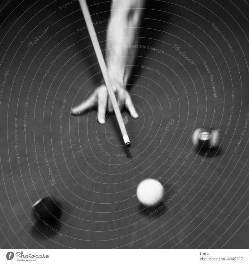 Bump 'n' Roll Billiard Billiardtisch kugeln hand Queue zielen spielen freizeit Unterhaltung konzentration sport anspannung planen Kimme handrücken bewegung