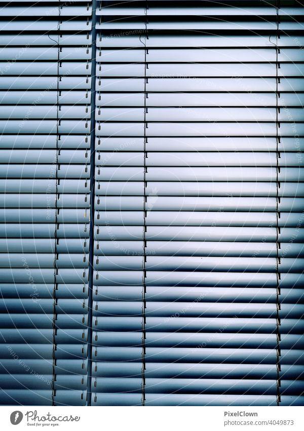 Rollo für das Fenstet Fenster Jalousie geschlossen Schatten Rollladen Strukturen & Formen Menschenleer Linie Haus trist blau