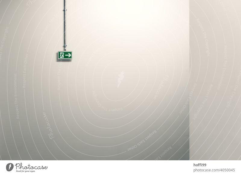 Notausgang Fluchtwegschild Warnschild minimalistisch Ausgang Pfeil Notfall Ausweg Schild Schriftzeichen Tür Signal exit fliehen feuerweg Rettung notweg