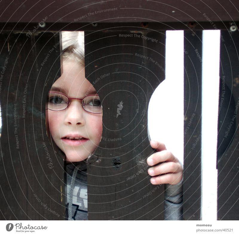 ...draußen vor der tür Kind Tür Hand Mädchen aussperren