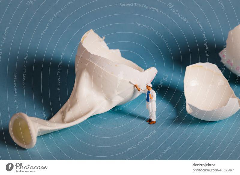 Aufgebrochenes Ballon(ei) wird gestrichen II Ostern ostereier Ostermontag Ostergeschenk Osterwunsch osterwetter Osterei Ei Dekoration & Verzierung