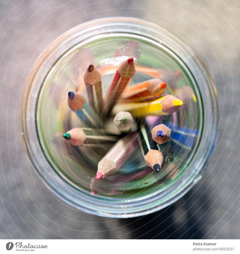 Buntstifte im Glas Stift malen zeichnen Mehrfabig Farbe Kreis Rund null Ecken keine Person niemand
