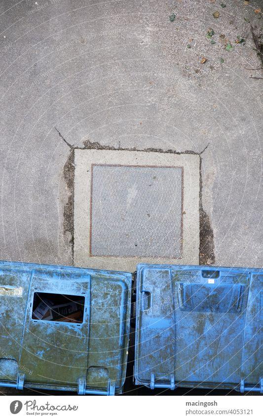 Innenhof mit Papiercontainern aus der Vogelperspektive Recycling müll Müllcontainer Müllbehälter Müllentsorgung papierverwertung Müllverwertung abfallwirtschaft
