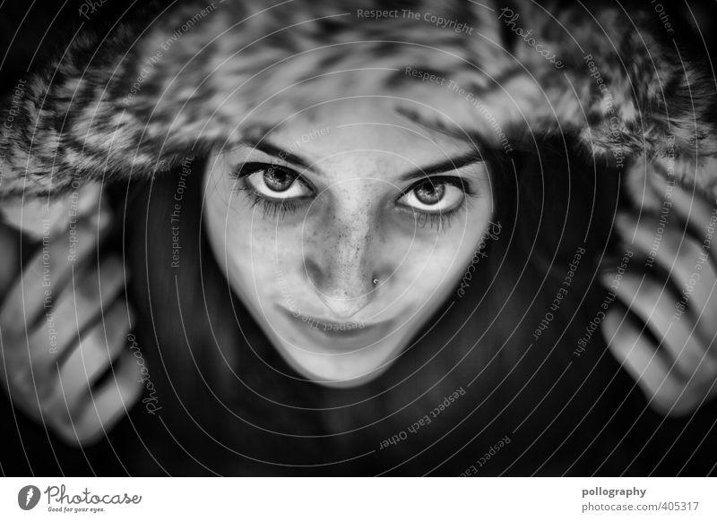 :) Mensch feminin Junge Frau Jugendliche Erwachsene Leben Kopf Gesicht Hand 1 18-30 Jahre Herbst Jacke Kapuze Gefühle Stimmung Glück Fröhlichkeit Zufriedenheit