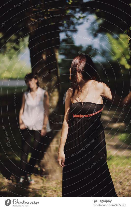 Meine Freundin gibt mir Rückhalt Mensch feminin Junge Frau Jugendliche Erwachsene Leben Körper 2 18-30 Jahre Natur Pflanze Sommer Schönes Wetter Baum Gras Park