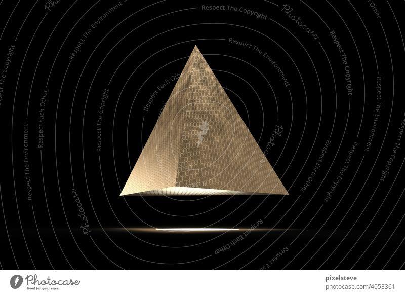 Goldene futuristische Pyramide vor schwarzem Hintergrund gold Metall dunkel Messing UFO außerirdisch Fluggerät Flugobjekt Landen leuchten Licht spot Strahl