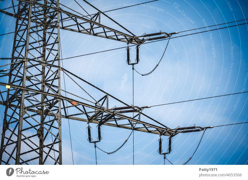Strommast Detailaufnahme Elektrizität Leitung Energiewirtschaft Technik & Technologie Industrie Hochspannungsleitung Kabel Außenaufnahme