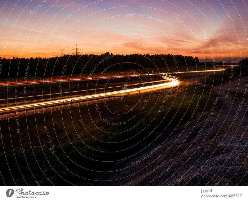 into the sun Verkehr Verkehrswege Straßenverkehr Autofahren Autobahn Fahrzeug Müdigkeit Partnerschaft Geschwindigkeit Licht Langzeitbelichtung Farbfoto