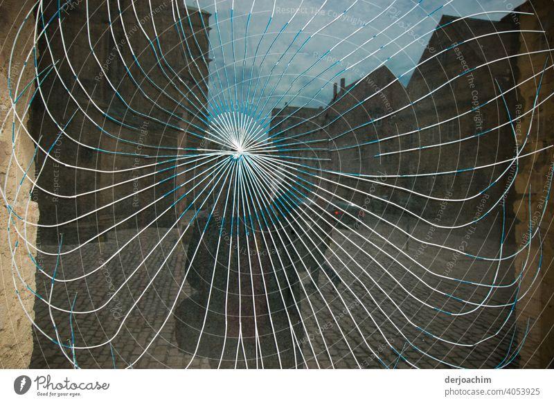 Dort wo der Fotograf auftaucht, springen die Scheiben. ( Selfie ) Fensterscheibe Glas Reflexion & Spiegelung Glasscheibe Gebäude Außenaufnahme Architektur