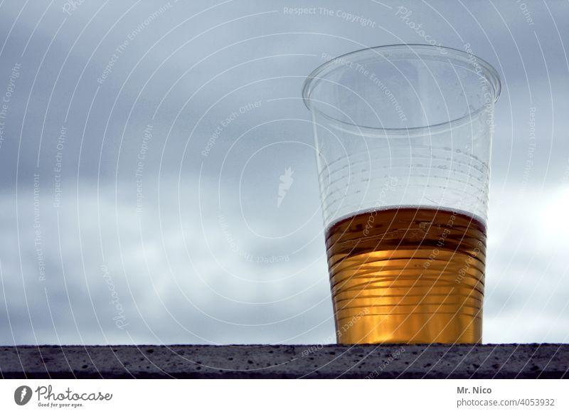 Bier oder Urinprobe ? Halbvoll oder halbleer ! Alkohol Getränk Brauerei Erfrischungsgetränk Lokal Durst gelb trinken Bar Feste & Feiern Gastronomie kölsch