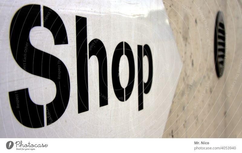 Shop Schilder & Markierungen Arbeit & Erwerbstätigkeit Schriftzeichen kaufen Reklame Typographie Handel Einkaufen Büdchen Hinweisschild Buchstaben Wand grau