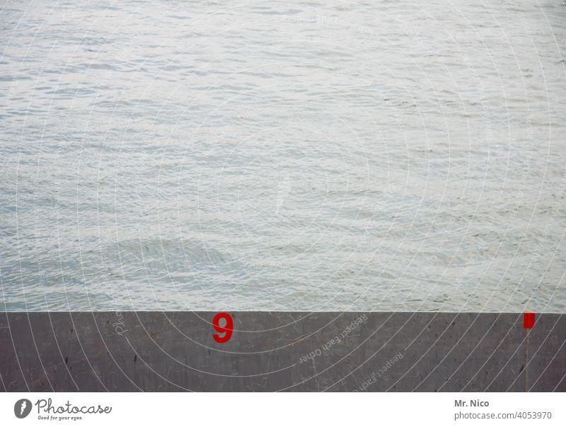 Kaimauer Nr.9 Wasser Fluss Mauer Rhein Schilder & Markierungen grau Wassermassen fluten Schwimmen & Baden steigend Hochwasser Klima Kanal fließendes wasser nass